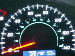 アメリカの車のスピードメーターもマイル